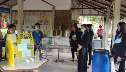 โรงเรียนบ้านพุคาย อ.ปากท่อ จ.ราชบุรี เข้าศึกษาดูงานการดำเนินงานด้านสถานศึกษาพอเพียง และโรงเรียนคุณธรรม