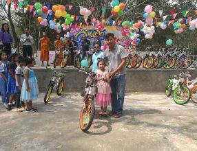 คณะผู้ใหญ่ใจดีทุกท่าน นำจักรยานจำนวน 20 คัน ข้าวสารอาหารแห้ง กิจกรรมวันเด็กแห่งชาติ